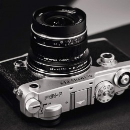 Olympus M.ZUIKO DIGITAL ED 12mm 1:2.0 Noir